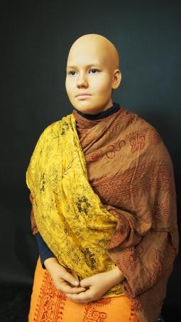 17 vuotiaasta suomalaisesta tytöstä tuli Thaimaalainen munkki